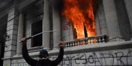 Twee orkanen en een brandend parlement