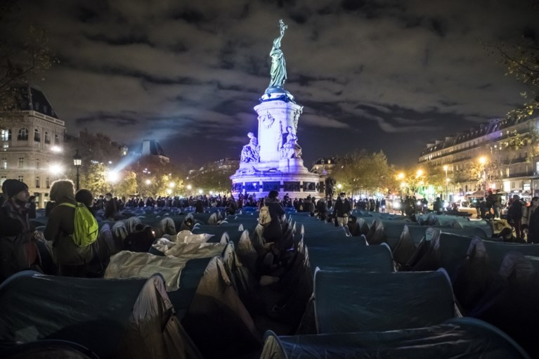 French police forcefully dismantles tent camp in Paris