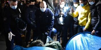 Parijse politie ontruimt tentenkamp met traangas en matrakken