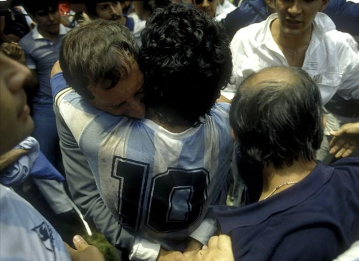 Ex-bondscoach Carlos Bilardo nog niet ingelicht over overlijden Maradona: zijn eigen gezondheid is te fragiel