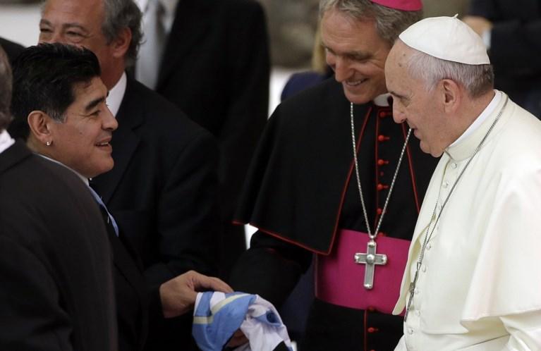Reacties op overlijden Maradona: 'Samen een balletje trappen in de hemel'