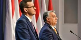 Orban en Morawiecki kruipen in de loopgraven