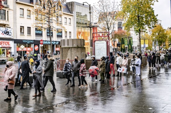 Koopzondag in Antwerpen: 'Open is open. Dan hadden ze de winkels maar meteen moeten sluiten'