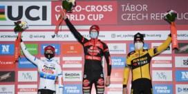 Vanthourenhout wint in Tabor, van Aert op het podium
