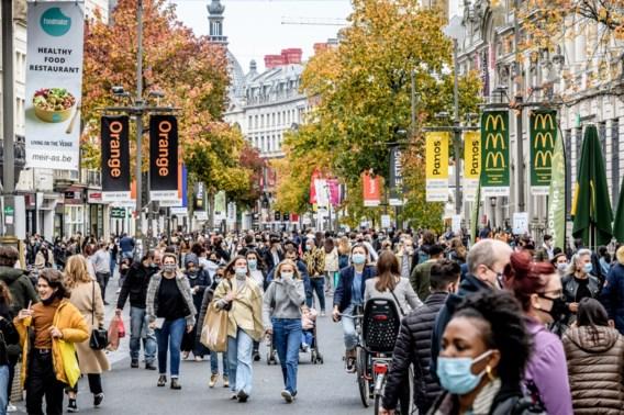 'Toereikende controle' aan winkelcentra en bezoek aan markt beperkt tot 30 minuten: dit staat in het Ministerieel besluit met nieuwe coronamaatregelen