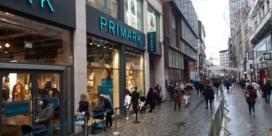 Hier en daar lange rijen, maar heropening winkels verloopt rustig