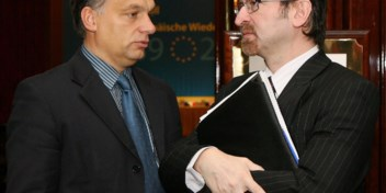 Partijgenoot Orban probeerde via regenpijp te vluchten voor politie