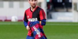 Messi krijgt boete van 600 euro voor eerbetoon aan Diego Maradona
