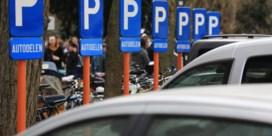 Duizend parkeerplaatsen voor autodelers (maar geen gratis lidgeld meer)