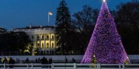 Trump verlicht nationale kerstboom en noemt vaccins 'een kerstmirakel'