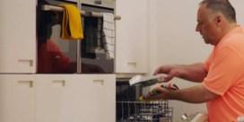 Marc Van Ranst bereidt zalm in de vaatwasser: hoe smaakt dat en zijn er nog gerechten voor in de afwasmachine?