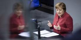 Emotionele Merkel smeekt Duitsers om contacten te beperken