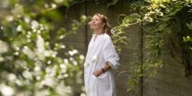 Linde Merckpoel (36) bevallen van dochtertje: 'Mooiste lichtpunt in gek jaar