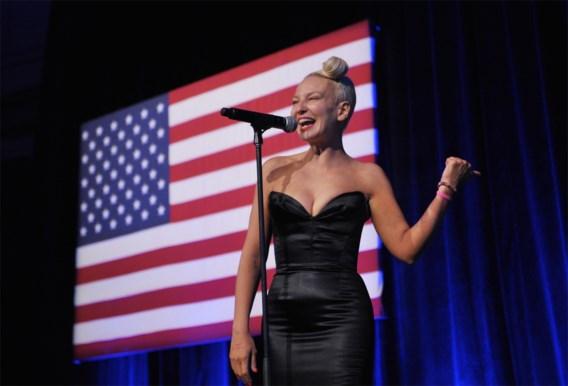 Zangeres Sia: 'Als je van jezelf houdt, blijf dan weg van Shia LaBeouf'