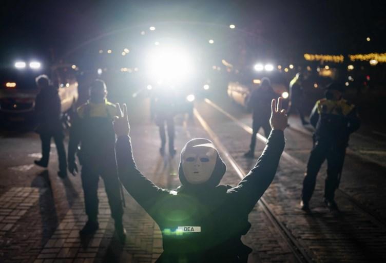 Nederland gaat vijf weken in lockdown: 'We sluiten alle plekken waar mensen samenkomen'