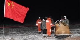 Chinese module brengt voor het eerst in veertig jaar maanstenen naar aarde