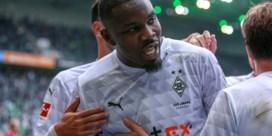 """Spuwende Marcus Thuram moet maandloon aan goed doel schenken na incident in Bundesliga: """"Het was niet opzettelijk"""""""