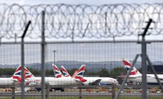 Steeds meer landen schrappen vliegverkeer vanuit Verenigd Koninkrijk