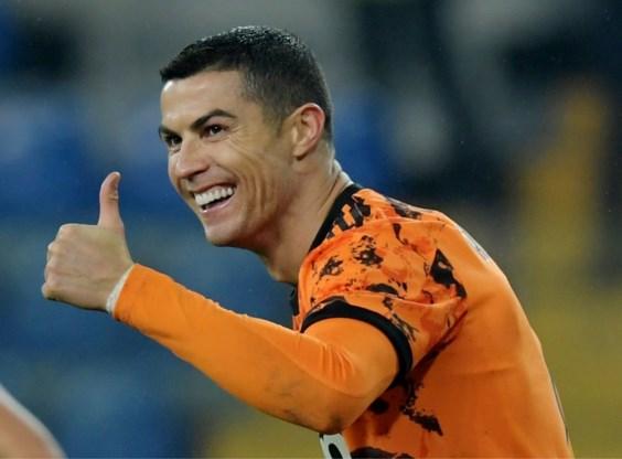 Cristiano Ronaldo krijgt Golden Foot Award