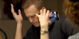 Russische geheim agent onthult hoe Navalni vergiftigd werd: 'Via de onderbroek, aan het kruis'