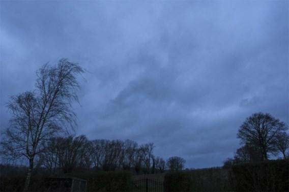 Weerbericht   Zwaarbewolkt met plaatselijke buien die winters kunnen zijn