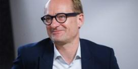 Ben Weyts in komisch eindejaarsfilmpje: 'Meest afstandelijke minister van Onderwijs ooit'