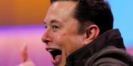 Elon Musk stoot Jeff Bezos van de troon