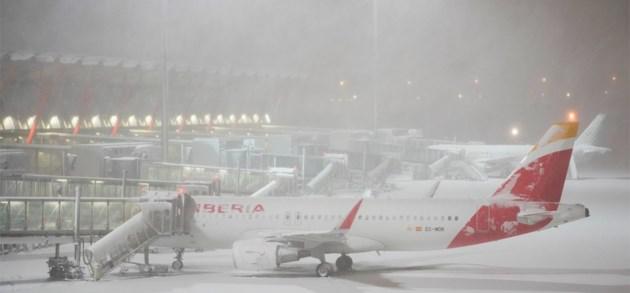 Luchthaven van Madrid gesloten door hevige sneeuw