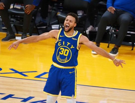 Doldwaze Stephen Curry zet de NBA in vuur en vlam met knalprestatie