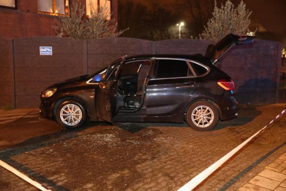Brandstichting auto in Antwerpen: dader steekt zichzelf in brand