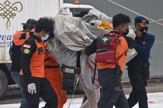 Eerste slachtoffers vliegtuigcrash Indonesië: zwangere vrouw, een familie en een vader op zakenreis