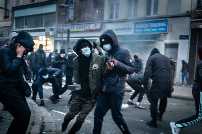 Meer dan honderd arrestaties na protestactie voor Ibrahima, burgemeester Kir veroordeelt relschoppers