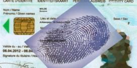 Vingerafdrukken blijven op identiteitskaart staan