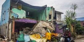 Al 73 doden na aardbeving op Sulawesi