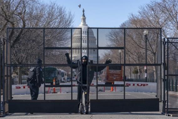 Amerikaanse politie laat zwaarbewapende man aan Capitool weer vrij