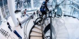 Fransman 'fietst' wolkenkrabber met 768 treden op