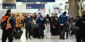 Van de Eurostar naar het testcentrum, begeleid door politie