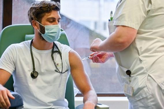 Na de hoeracommunicatie over de vaccins volgt de realiteit: 'Les geleerd'