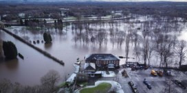 Dronebeelden tonen hevige overstromingen in Engeland en Wales
