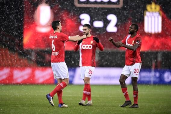 Standard boekt vierde overwinning op rij in Waalse derby, Charleroi zakt steeds verder weg