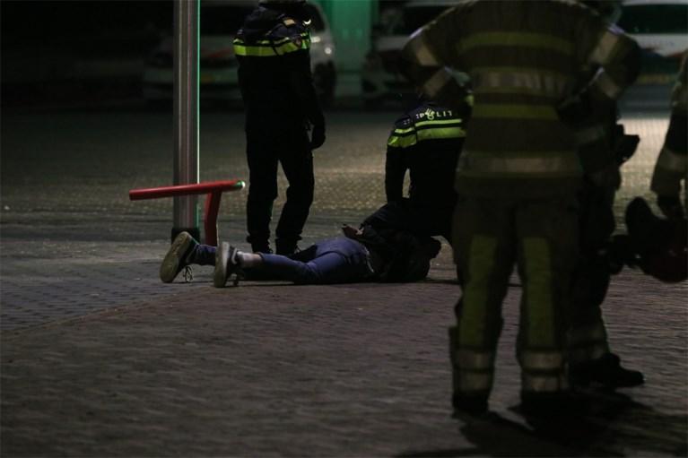 Coronatestcentrum in brand gestoken bij protest tegen avondklok in Nederland