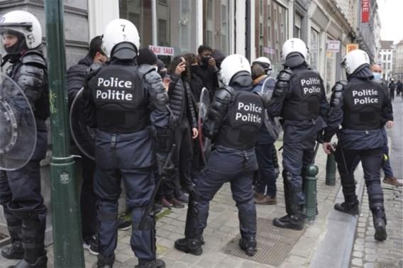 Politie arresteert tientallen manifestanten in Brussel