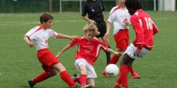 'Laat kinderen en jongeren buiten sporten in groepen van tien'