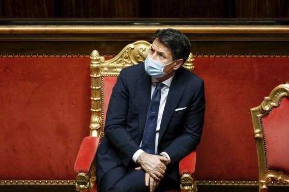 Italiaans premier dient ontslag in, maar rekent op doorstart