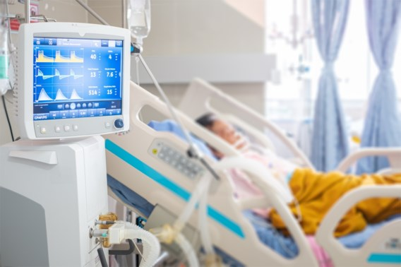 Ziekenhuisopnames en besmettingen zetten stijgende trend voort