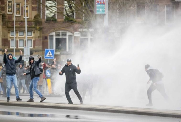 Opnieuw rellen in Nederland: politie lost waarschuwingsschot tijdens plunderingen in Rotterdam, 151 arrestaties
