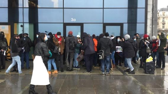 Betoging in de regen voor overleden Ilyes Abbedou