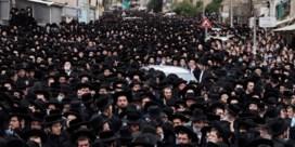 Massaal bijgewoonde begrafenis in Jeruzalem wekt wrevel