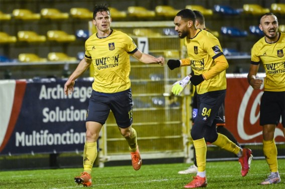 Union wipt ondanks rode kaart 1A-club Moeskroen uit de beker