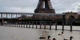 Seine treedt uit haar oevers in Parijs